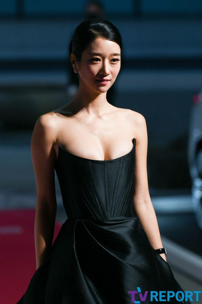 Từ 1 chiếc đầm mà điên nữ Seo Ye Ji diện, sao Việt có 5 bản sao khác nhau-2