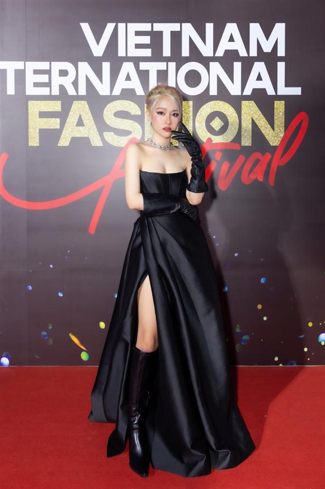 Từ 1 chiếc đầm mà điên nữ Seo Ye Ji diện, sao Việt có 5 bản sao khác nhau-7
