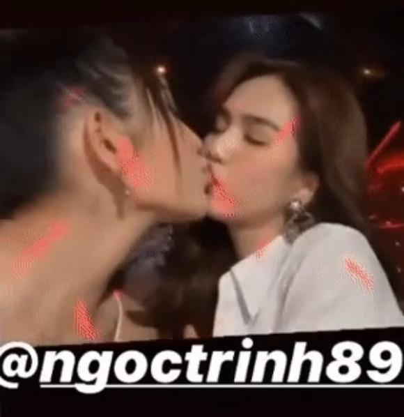 Bộ sưu tập nụ hôn đồng giới gây nhức mắt của Ngọc Trinh-4