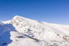 Được bạn trai cầu hôn trên đỉnh núi, cô gái nhảy cẫng sung sướng khiến cả hai rơi xuống vực sâu 200m