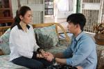 Cho rằng vợ ở nhà với mẹ chồng 'sướng như tiên', chồng hết hồn nhìn tay vợ sau khi đi công tác về