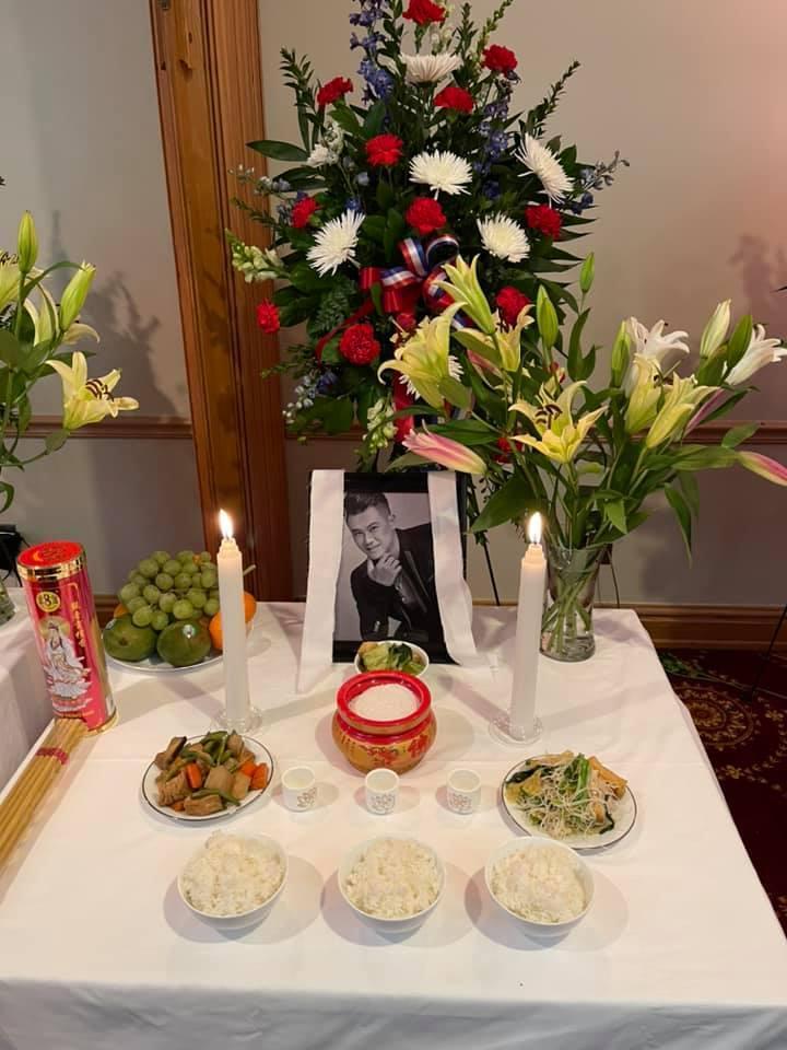 Vợ khóc nghẹn khi thấy thi hài Vân Quang Long trong tang lễ tại Mỹ-6