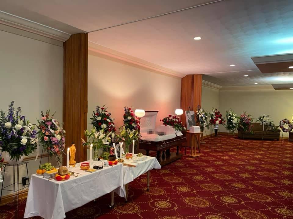 Vợ khóc nghẹn khi thấy thi hài Vân Quang Long trong tang lễ tại Mỹ-2