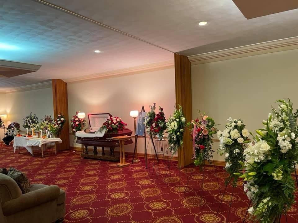 Vợ khóc nghẹn khi thấy thi hài Vân Quang Long trong tang lễ tại Mỹ-3