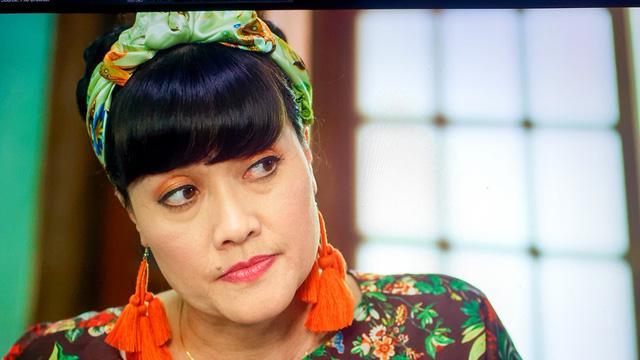 Nhức mắt trước tạo hình màu mè của Việt Anh và Vân Dung trong Hướng dương ngược nắng-3