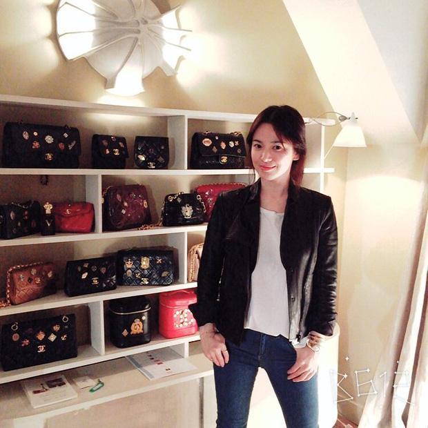 Soi chiếc túi Son Ye Jin cầm đi hẹn hò với Hyun Bin: Hóa ra cũng là tín đồ thích hàng độc giống Song Hye Kyo-4
