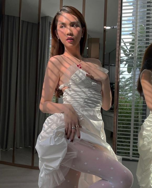 Chẳng cần bikini, Ngọc Trinh vẫn gợi cảm trong nhà tắm tại gia-1