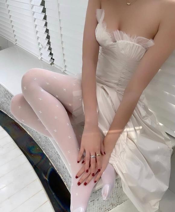 Chẳng cần bikini, Ngọc Trinh vẫn gợi cảm trong nhà tắm tại gia-4
