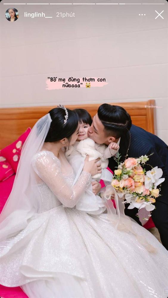 Bùi Tiến Dũng - Khánh Linh khóa môi, con gái 1 tuổi hờn dỗi quá đáng yêu-3