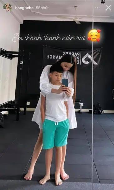 Nhìn ảnh Subeo đứng cạnh bà ngoại mới ngỡ ngàng cậu bé đã cao lớn thế này rồi-2