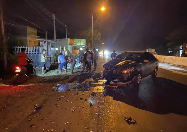 Tai nạn kinh hoàng trên quốc lộ: Xe máy bốc cháy dữ dội, nạn nhân đứt lìa 2 chân-1