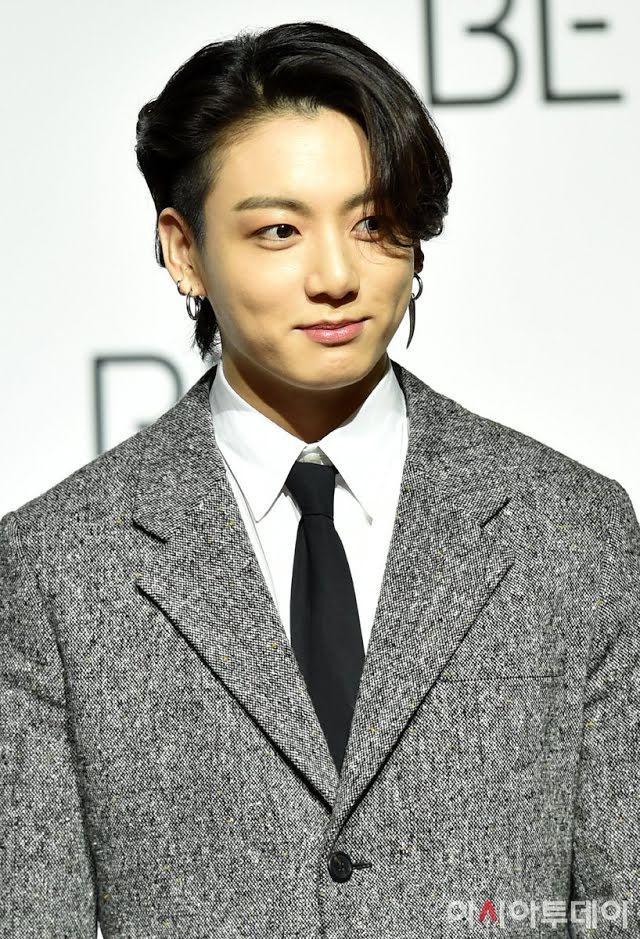 Jungkook show đẳng cấp black card, bên ngoài đẹp trai bên trong nhiều tiền-4