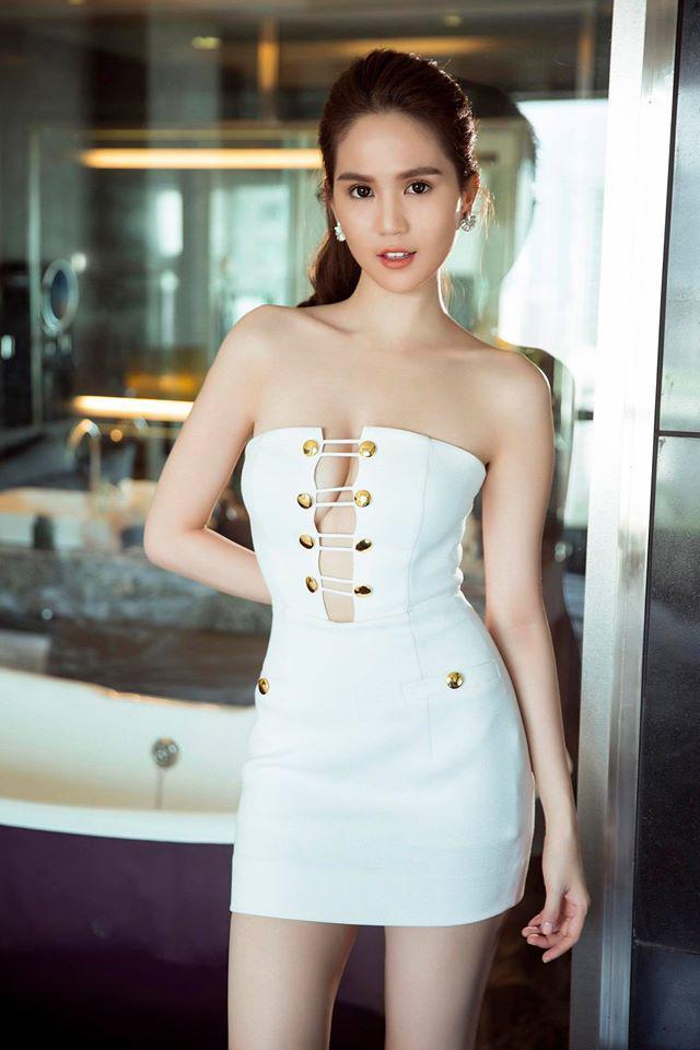 Vợ Justin Bieber diện đầm khoét ngực hiểm hóc na ná váy cực phèn của Lâm Khánh Chi-6