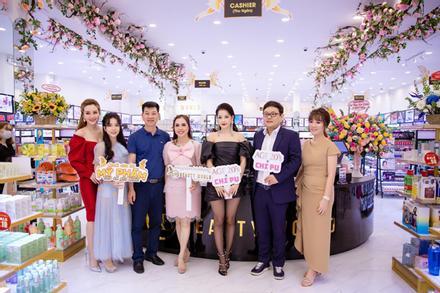 Chi Pu lộng lẫy dự khai trương chi nhánh mới AB Beauty World