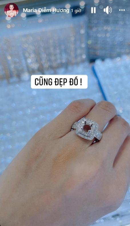 Hoa hậu Diễm Hương lại khoe nhẫn to đùng ngón áp út lần thứ 3-1