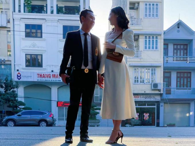 Chồng cũ Lệ Quyên đang hẹn hò người đẹp Hoa hậu Việt Nam-1