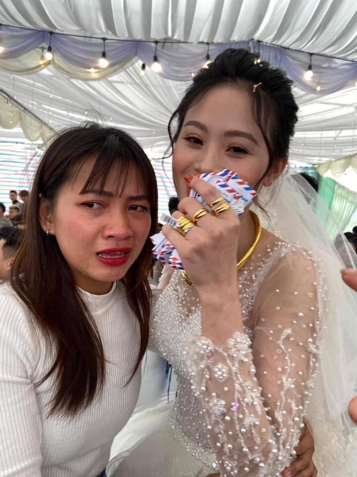 Cô gái ôm cô dâu khóc như mưa ở đám cưới, nguyên nhân phía sau mới bất ngờ-3