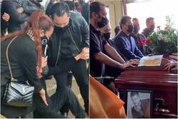 Dàn  nghệ sĩ ngã quỵ tiễn đưa thi hài Vân Quang Long đi hỏa thiêu
