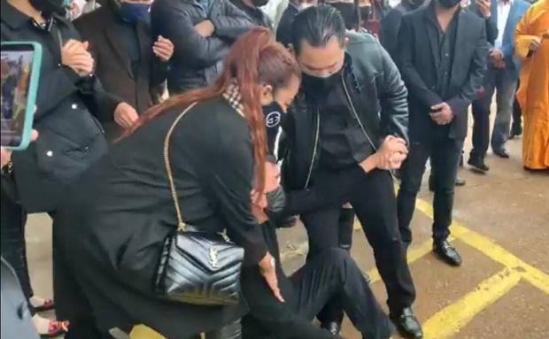 Dàn  nghệ sĩ ngã quỵ tiễn đưa thi hài Vân Quang Long đi hỏa thiêu-3