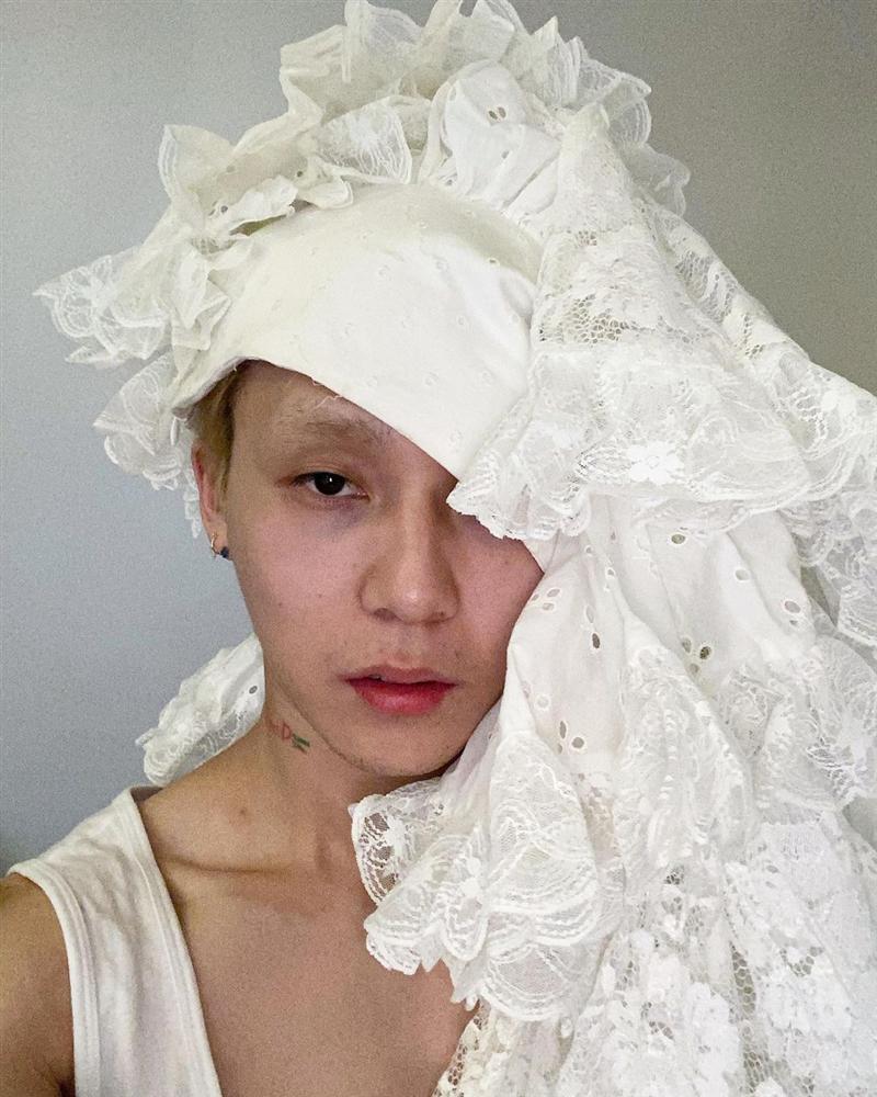 Style thời trang kì quái, ngày càng phản cảm của HyunA và bạn trai-8