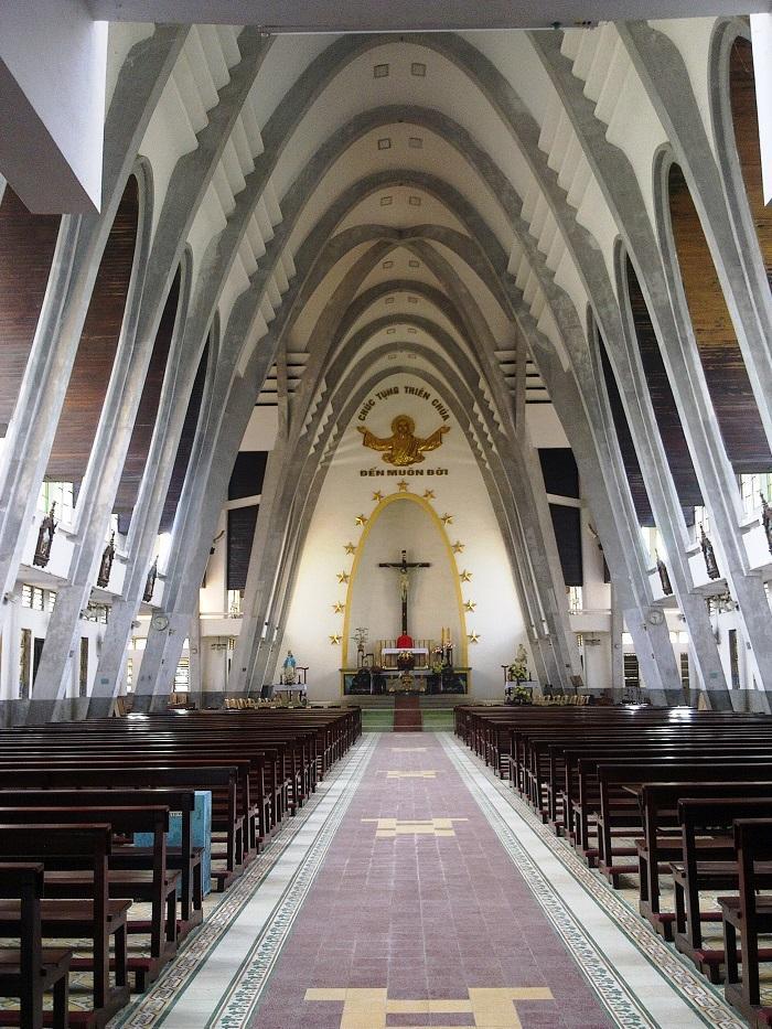 Đổi gió check-in ngay tại nhà thờ có kiến trúc đẹp như châu Âu ở Huế mộng mơ-2