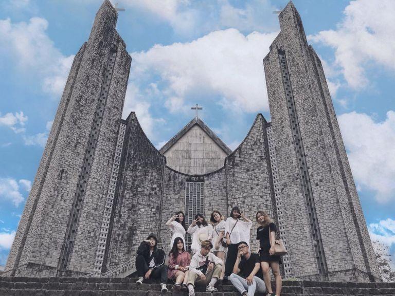 Đổi gió check-in ngay tại nhà thờ có kiến trúc đẹp như châu Âu ở Huế mộng mơ-6