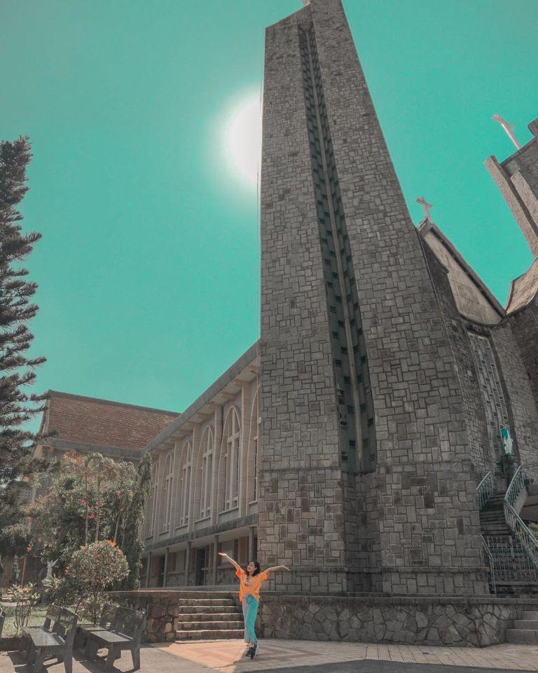Đổi gió check-in ngay tại nhà thờ có kiến trúc đẹp như châu Âu ở Huế mộng mơ-7