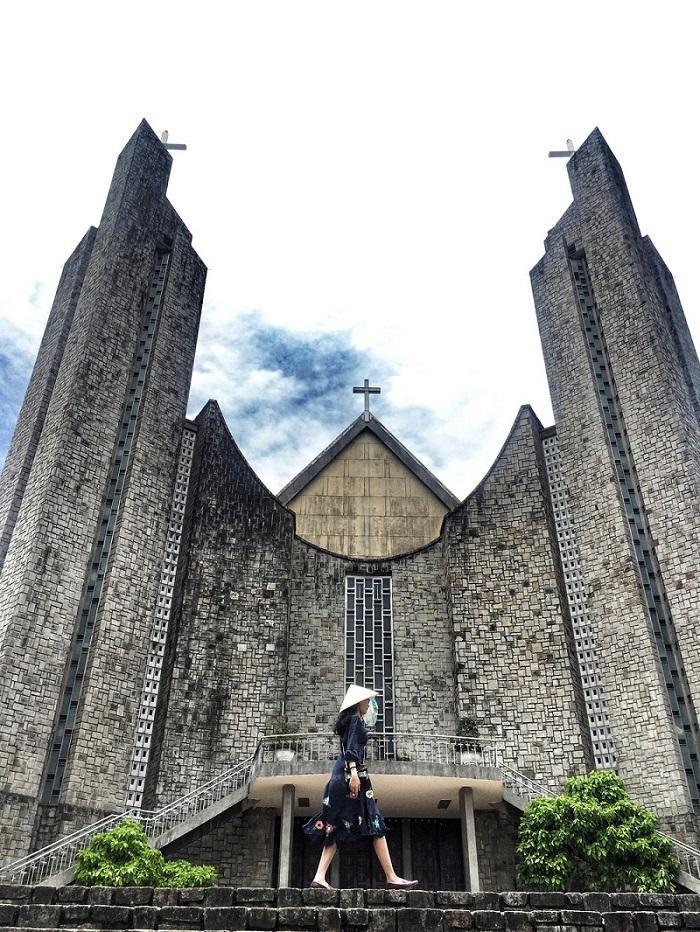 Đổi gió check-in ngay tại nhà thờ có kiến trúc đẹp như châu Âu ở Huế mộng mơ-8
