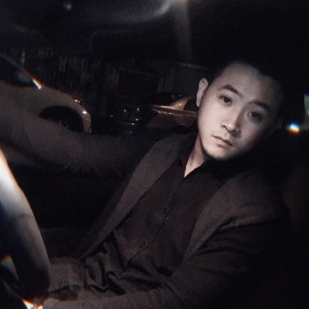 Lộ ảnh Nhật Lê tình tứ bên chàng trai lạ, Quang Hải hết đường quay xe-6