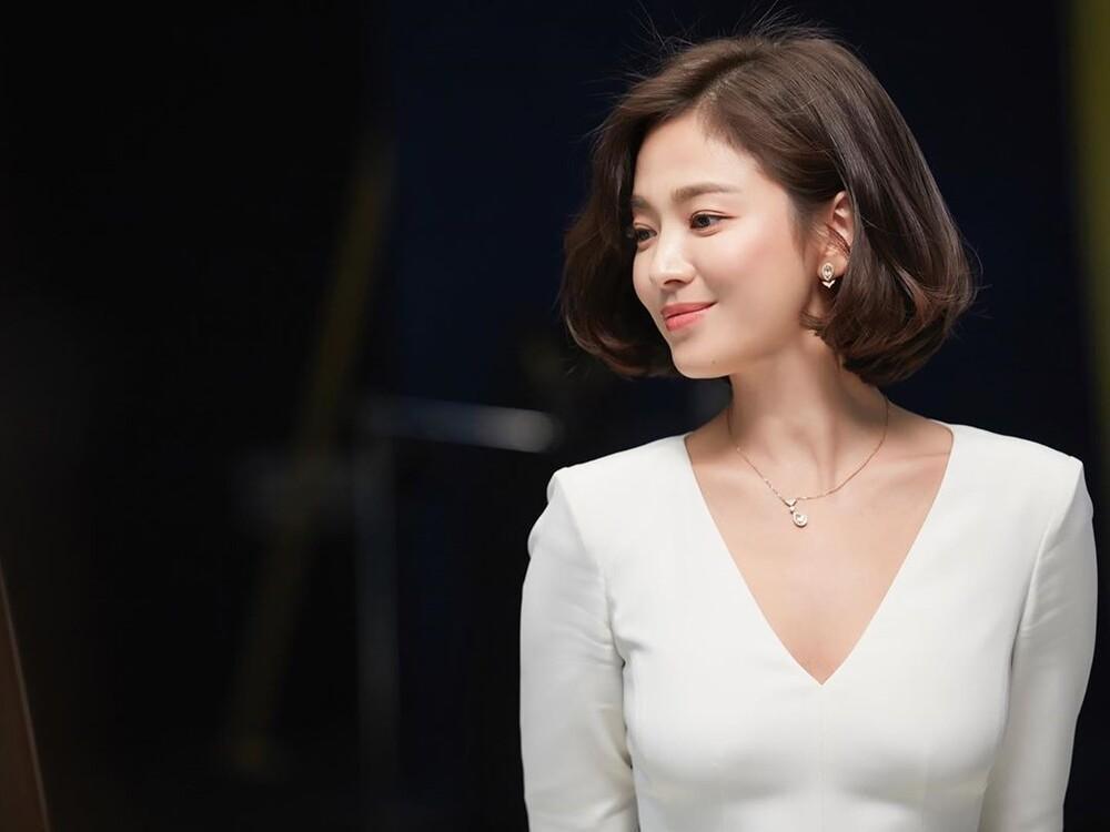 Fans bấn loạn trước tin Song Hye Kyo tái hợp biên kịch Hậu duệ mặt trời-2
