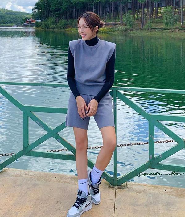 Học Jennie, Rosé BLACKPINK biến hóa phong cách với gile len-11
