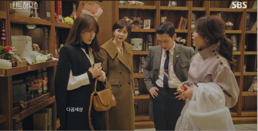 BST túi hiệu đắt đỏ của chị đẹp Lee Ji Ah (Shim Su-ryun) phim Penthouse-7