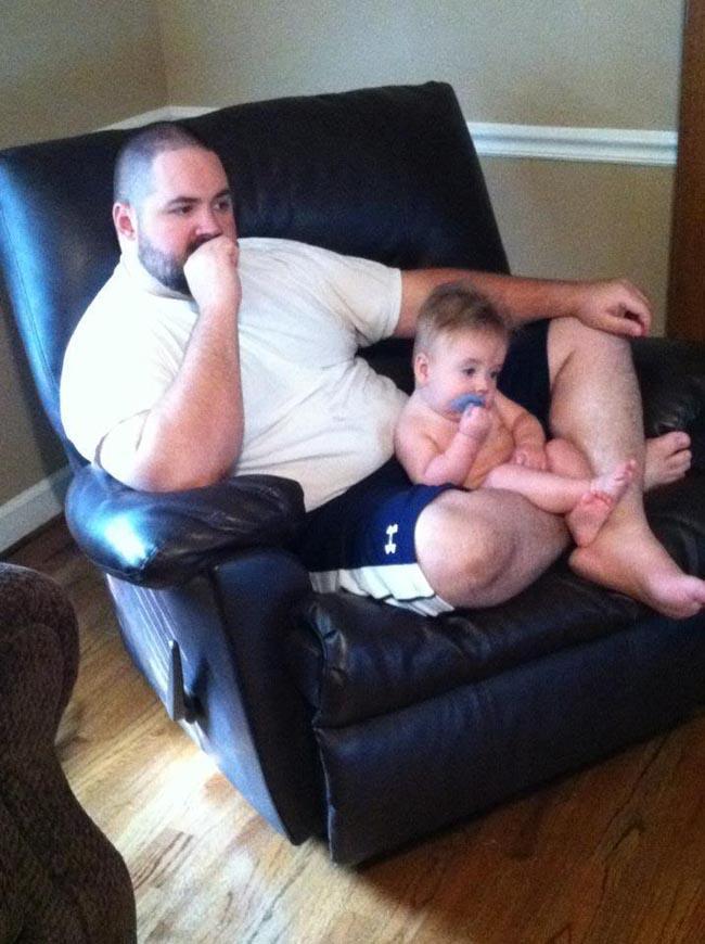 Loạt khoảnh khắc hài hước chứng minh định luật cha nào con nấy chuẩn không cần chỉnh-6