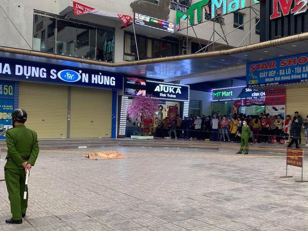 Hà Nội: Người đàn ông rơi từ tầng 15 chung cư HH Linh Đàm tử vong, người thân đau đớn khóc ngất-1