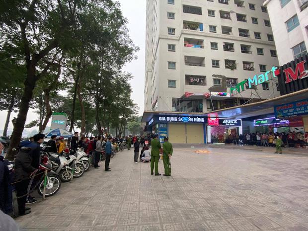 Hà Nội: Người đàn ông rơi từ tầng 15 chung cư HH Linh Đàm tử vong, người thân đau đớn khóc ngất-4