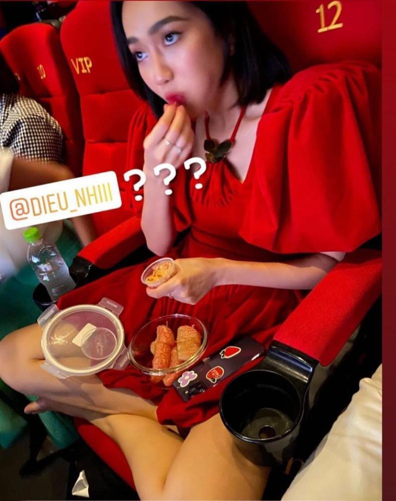 Diệu Nhi mang đồ ăn ngoài vào rạp phim, netizen rủ nhau lập group anti-2