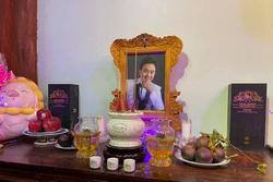 Bàn thờ cố nghệ sĩ Chí Tài trong nhà thờ Tổ 100 tỷ của Hoài Linh