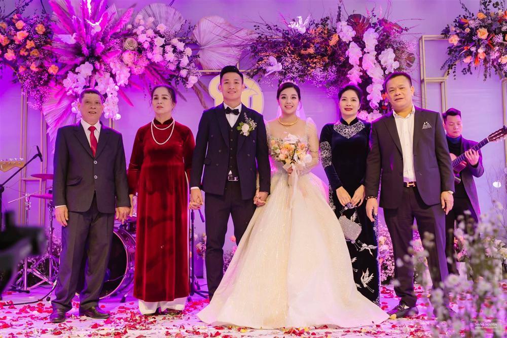 Hình ảnh đầu tiên đám cưới Bùi Tiến Dũng ở quê vợ: Càng đi sâu càng đẳng cấp-4