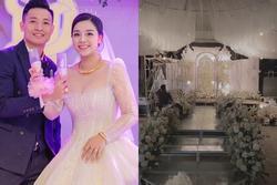 Hình ảnh đầu tiên đám cưới Bùi Tiến Dũng ở quê vợ: 'Càng đi sâu càng đẳng cấp'