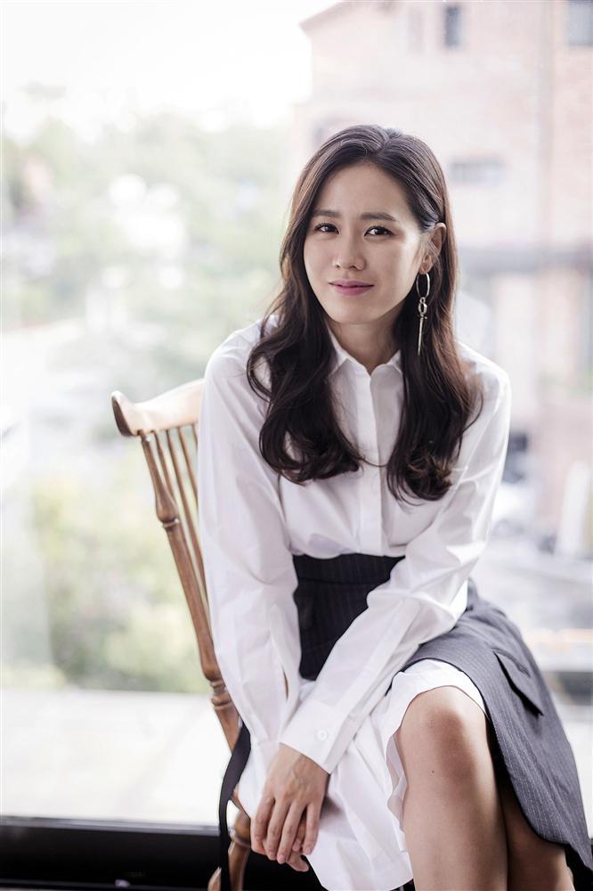 Hyun Bin nói về Son Ye Jin: Lần đầu gặp đã bị sự tinh tế của cô ấy chinh phục-16