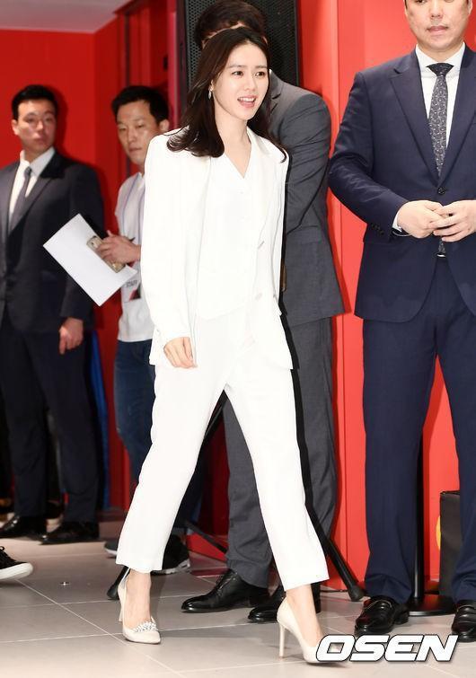 Hyun Bin nói về Son Ye Jin: Lần đầu gặp đã bị sự tinh tế của cô ấy chinh phục-23
