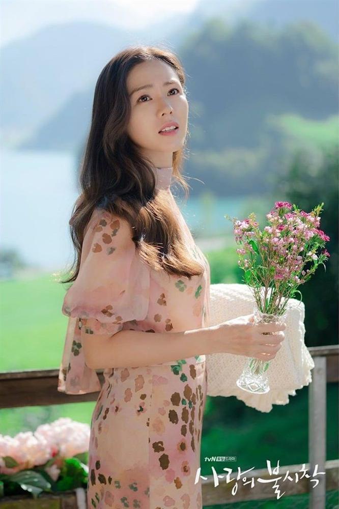 Hyun Bin nói về Son Ye Jin: Lần đầu gặp đã bị sự tinh tế của cô ấy chinh phục-27
