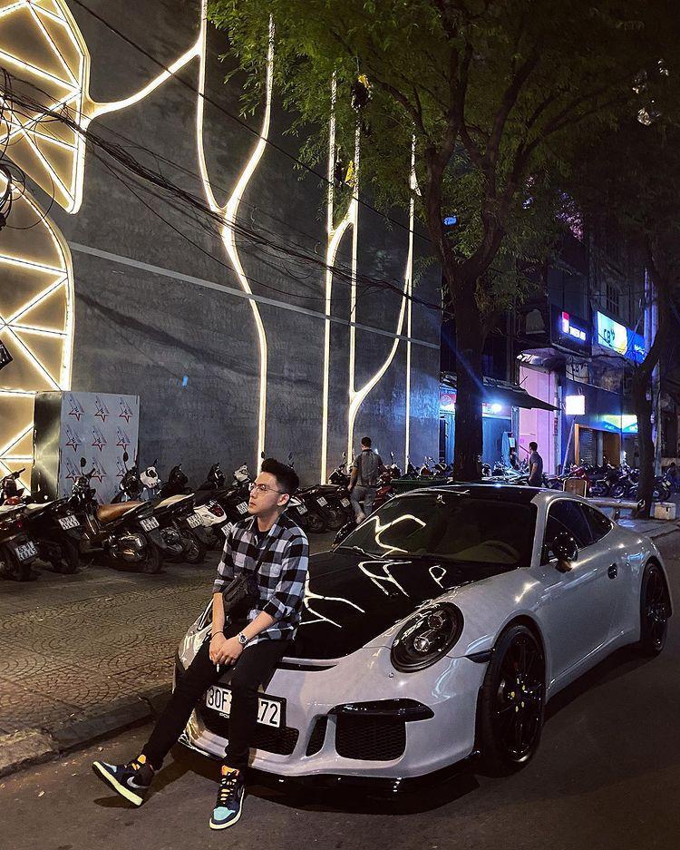 CEO Tống Đông Khuê cùng bạn gái rich kids khoe siêu xe đôi, trị giá sương sương chục tỷ-1