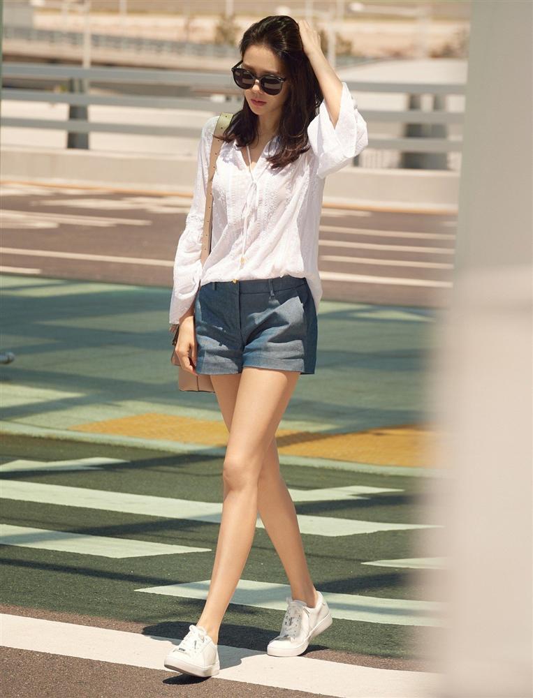 Son Ye Jin hạ đo ván Song Hye Kyo về style sân bay: Người biến sân bay thành sàn diễn, người mãi ăn vận xuề xòa cẩu thả-4