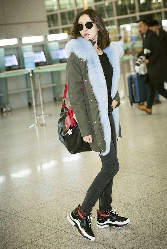 Son Ye Jin hạ đo ván Song Hye Kyo về style sân bay: Người biến sân bay thành sàn diễn, người mãi ăn vận xuề xòa cẩu thả-6