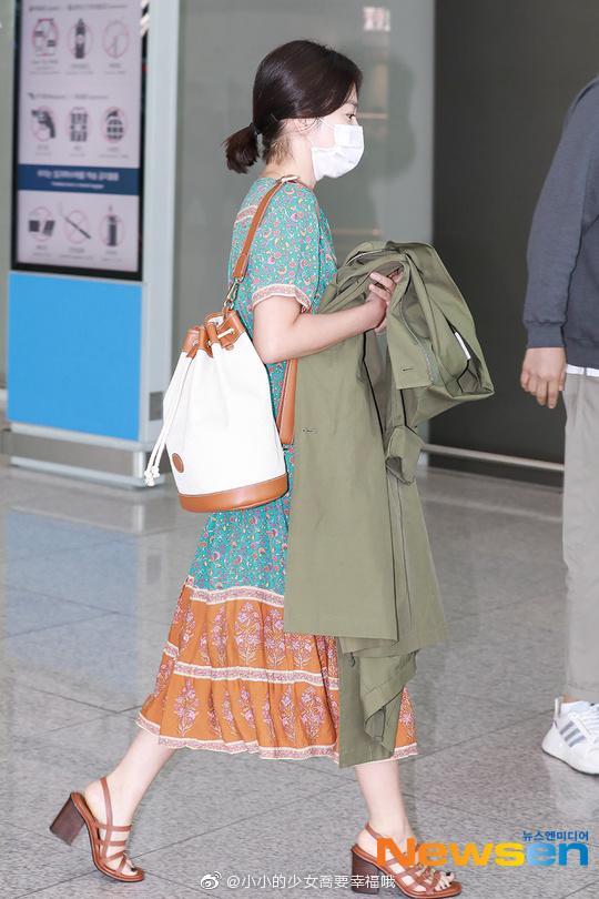 Son Ye Jin hạ đo ván Song Hye Kyo về style sân bay: Người biến sân bay thành sàn diễn, người mãi ăn vận xuề xòa cẩu thả-9