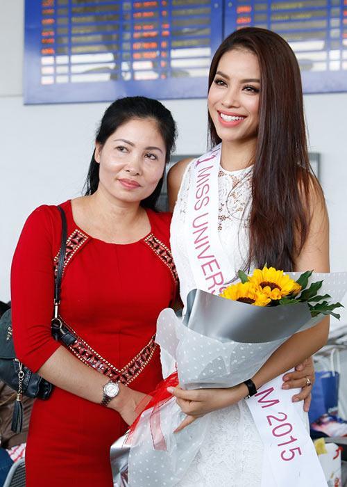 Mẹ Phạm Hương đẹp cỡ nào mà mạnh dạn đặt đầm dạ hội 10 triệu rồi bom hàng-6