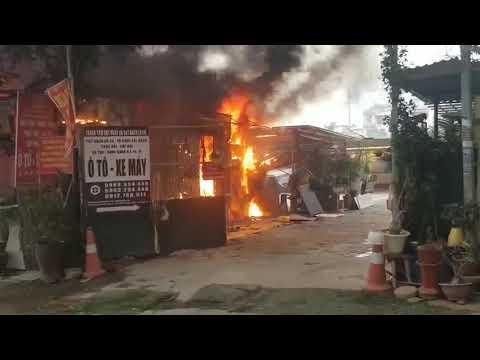 Cháy lớn lán gửi xe gần chung cư Xa La - Hà Đông-1