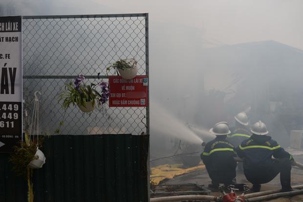 Cháy lớn lán gửi xe gần chung cư Xa La - Hà Đông-3