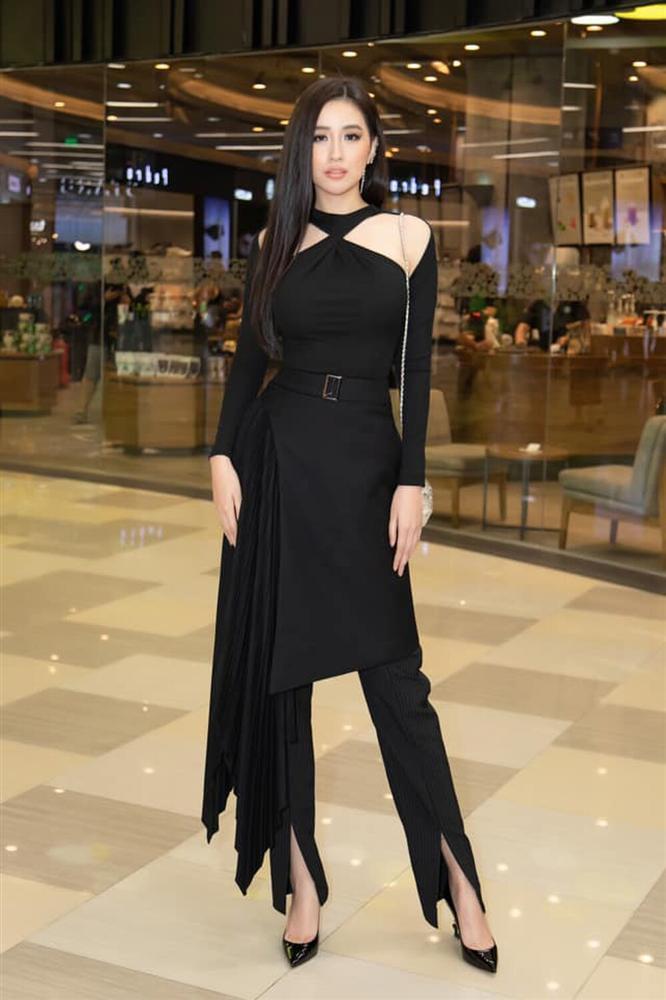 Mai Phương Thúy diện đồ đen giữa rừng mỹ nhân váy áo đủ màu-6